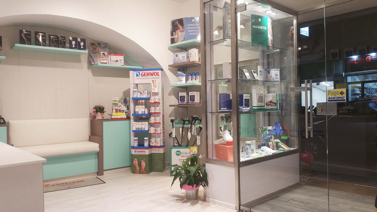Arredo per negozi abbigliamento genova surgea for Arredamento negozi genova